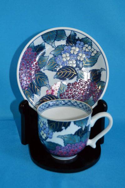 F3005F 染錦 紫陽花文珈琲碗皿 口径7.5cm 台皿径約14.5cm 碗+台皿の高さ7.5cm